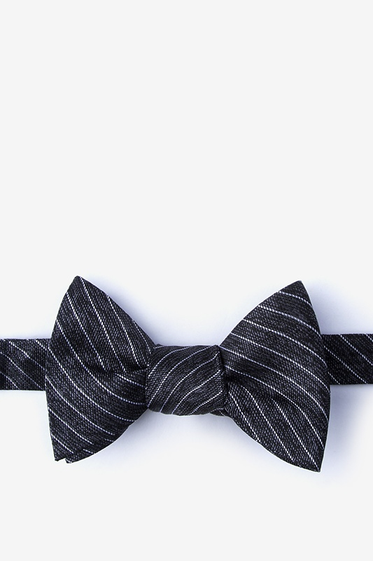 Robe Black Self-Tie Bow Tie Photo (0)